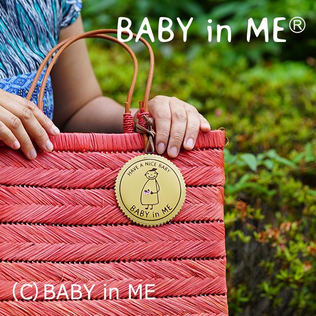 ピンクのハートが、アクセント。人気のバッグチャーム・ベージュの使用例です。ひっくり返っても大丈夫なリバーシブル。プレゼントにも喜ばれています。amazon他でお求めいただけます。