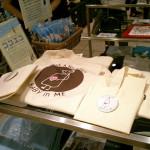 2010年 渋谷の東急東横店や代々木のアースデイでTシャツが販売された他、ブックフェアも開催されました。